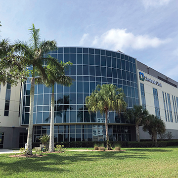 Outdoor photo of the Cleveland Clinic building in Florida